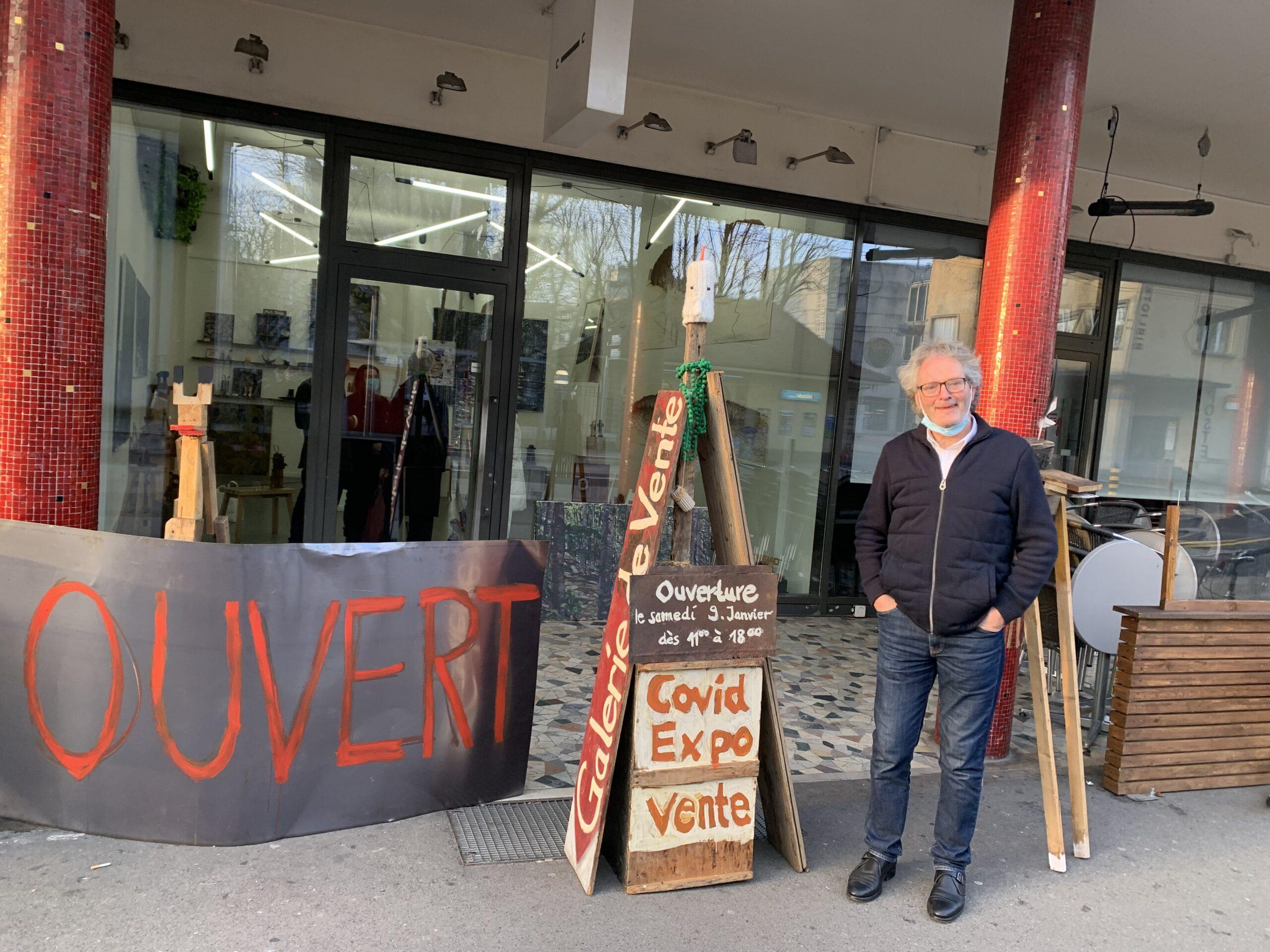 فنانان يخترقان جدار كورونا.. ويحولان مطعماً الى مكان لبيع لوحاتهم