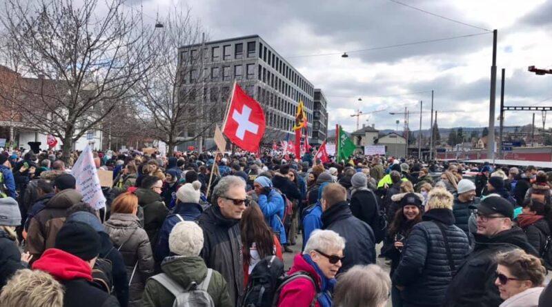 الآلاف في لوسيرن وجنيف يتظاهرون ضد قيود كورونا…!