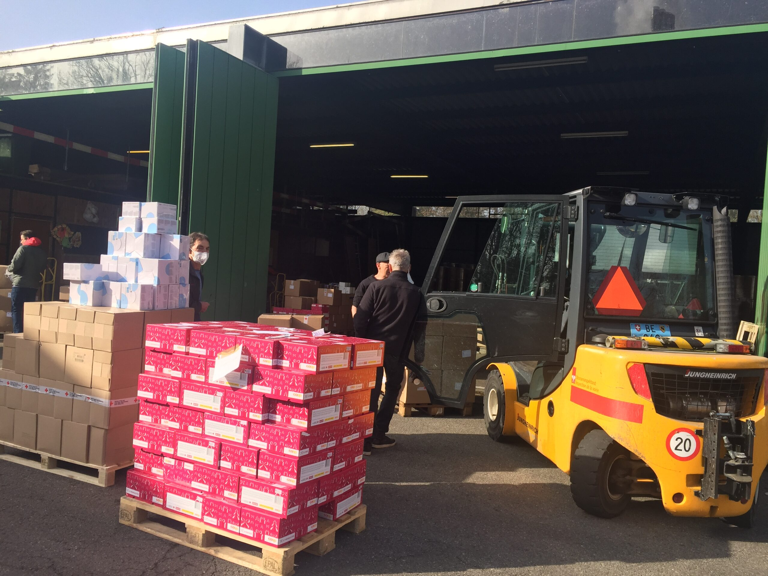 توزيع 8.5 طن مواد غذائية على المحتاجين في منطقة بيل وضواحيها
